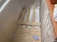 Что можно постелить на пол на балконе