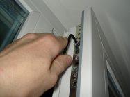 Как подтянуть пластиковую балконную дверь?